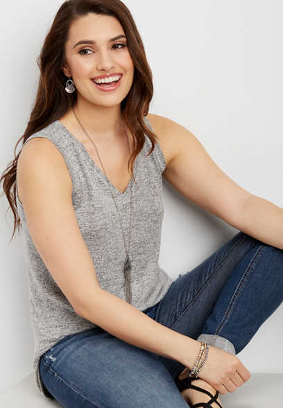24/7 v-neck shirttail hem tank