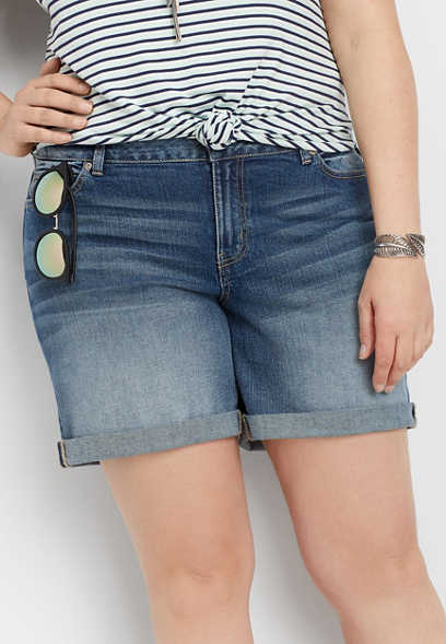 "plus size DenimFlex™ medium blast rolled hem 6"" short"