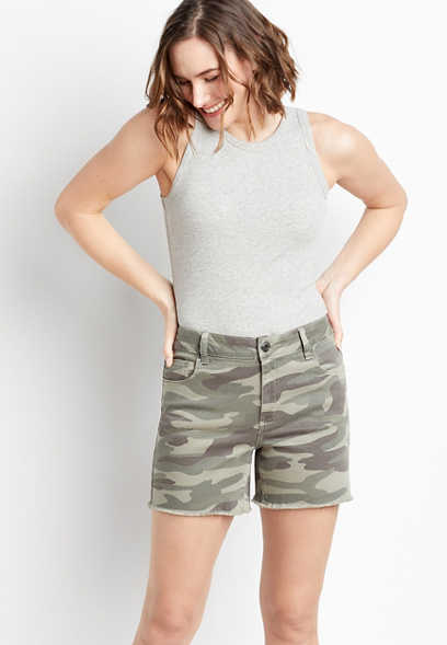 High Rise Camo Fray Hem 5in Short