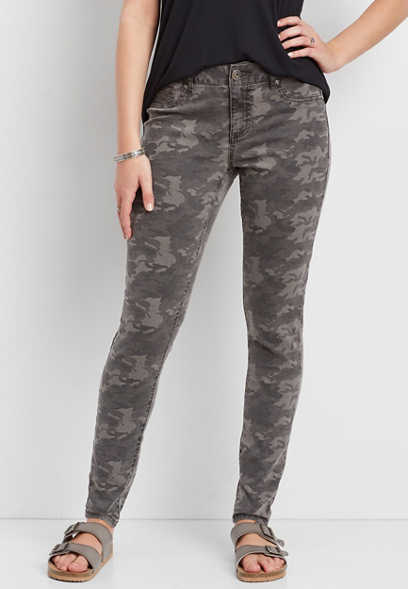 DenimFlex™ color jegging in gray camo print
